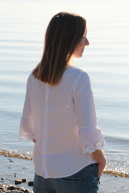 Weisses Hemd mit Lochspitze
