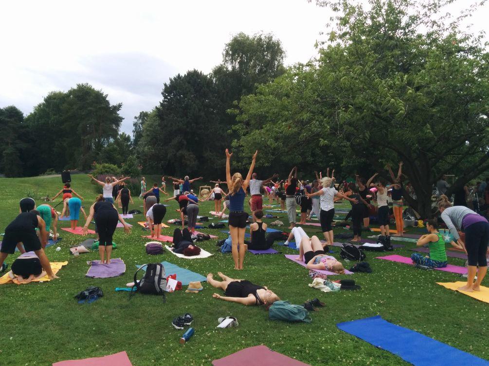 Weltyogatag yogacompassioninaction